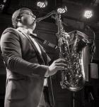 Саксофонист Денис