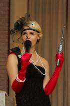 Ведущая и певица Александра