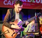 Джазовый гитарист Виктор